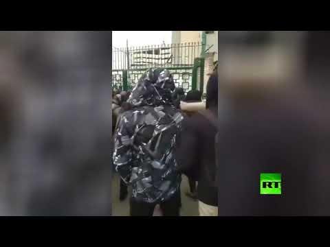 الطلاب الإيرانيون يحتجون داخل حرم جامعة طهران