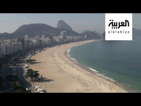 البرازيليون يستمتعون بالأوقات على الشواطئ