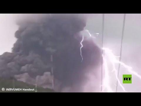 شاهد صاعقة تضرب البركان في غواتيمالا