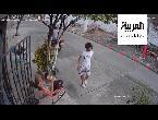 شاهد كيف ضربت هذه المسنة لصا حاول سرقة هاتفها