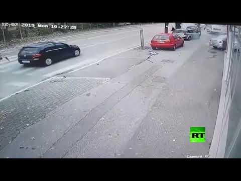 شاهد الكعب العالي يتسبب في حادث خطير في البوسنة الرسك
