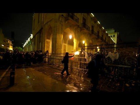 شاهد تجدد المواجهات بين المحتجين وقوات الأمن في بيروت