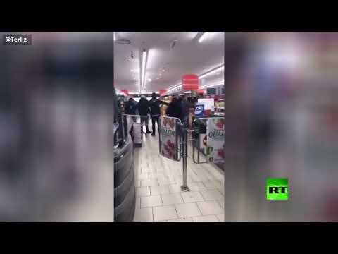شاهد شجار في محل تجاري في إيطاليا بسبب فيروس كورونا