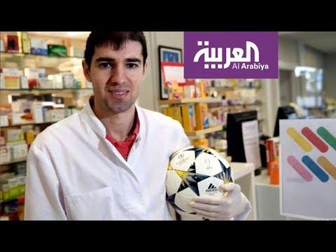 لاعب كرة قدم إسباني يعمل في صيدلية لمواجهة كورونا