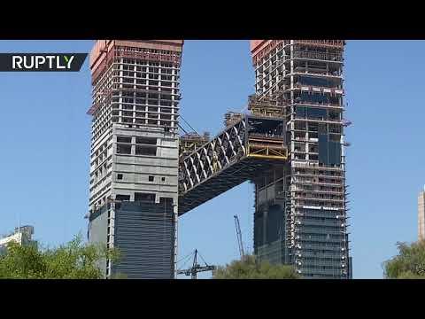 دبي تستكمل عملية رفع أطول مبنى أفقي معلق في العالم