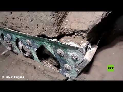 شاهداكتشاف نادر لعربة رباعية الدفع في بومبي القديمة